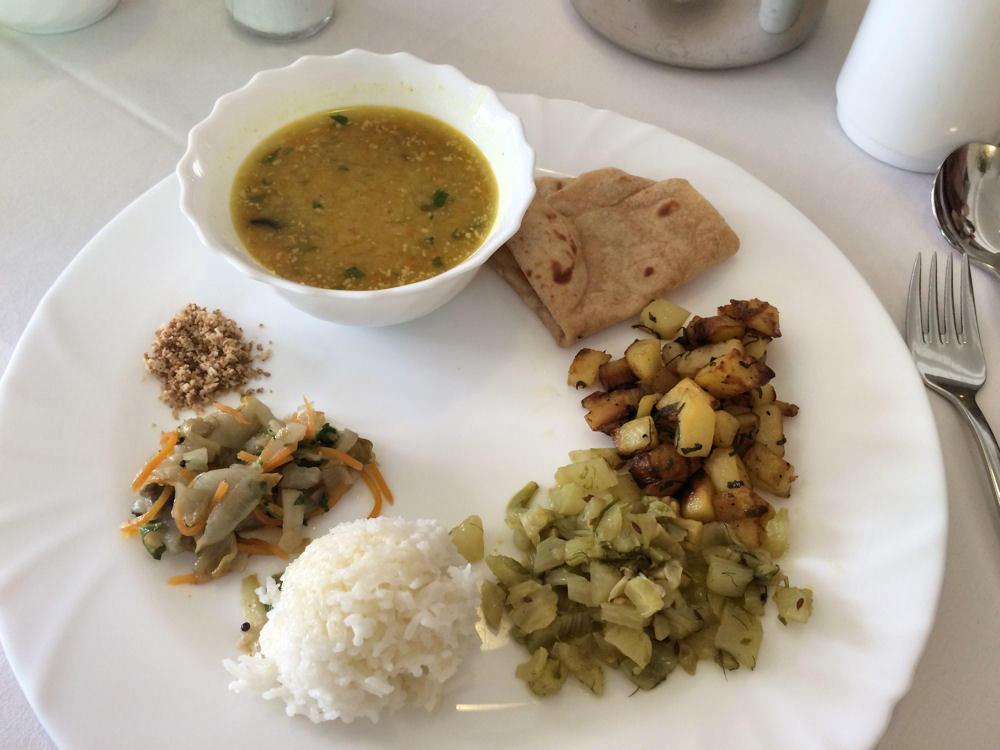 Ayurveda Küche Mittagstisch Santulan AUM Kurzentrum